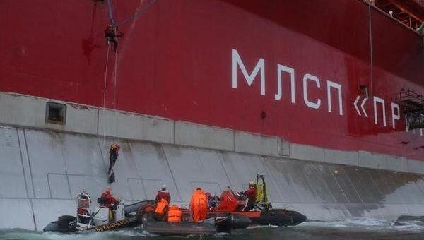 Активисты Гринпис поднялись на нефтяную платформу Приразломная. Фото с места события