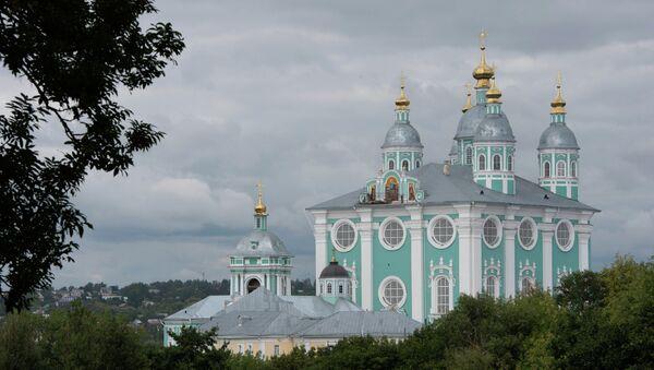 Вид на Успенский собор в Смоленске. Архивное фото