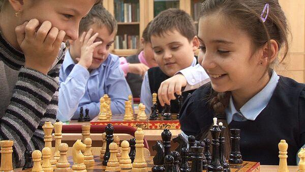Бридж, шахматы и логика: в московских школах вводят интеллектуальные игры