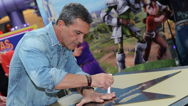 Актер Антонио Бандерас во время церемонии закладки именной звезды на Аллее Славы в ТРЦ Vegas в Москве. Архив