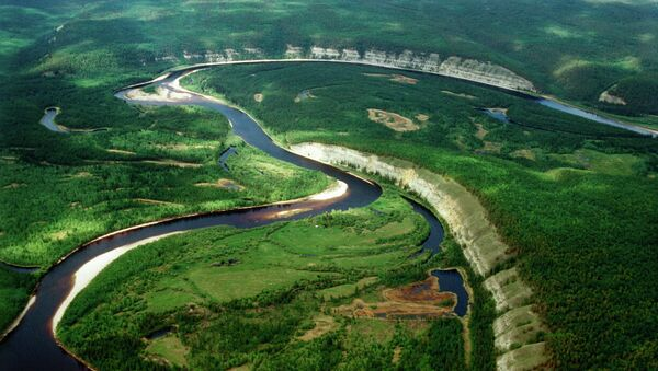 Вид на Лену с притоком Буотома. Архивное фото