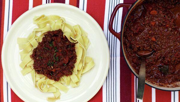 Паста с томатно-мясным соусом болоньезе