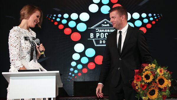 Главный редактор журнала SNC Ксения Собчак и журналист Леонид Парфенов во время церемонии вручения премии журнала Сноб Сделано в России
