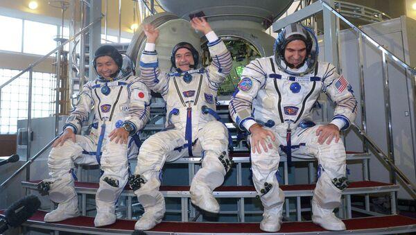 Тренировка экипажей 38/39-й длительной экспедиции на МКС. Архивное фото