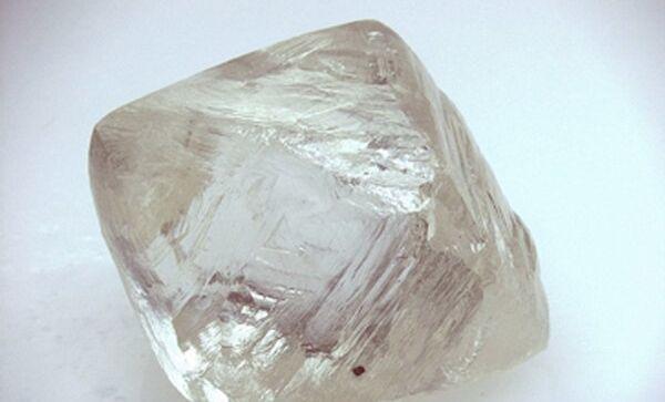 Внешний вид природного алмаза. Архивное фото