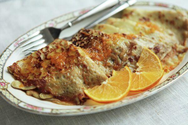 Тонкие блинчики креп Сюзет с апельсиновым соусом