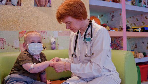 Дети, больные онкологическими заболеваниями, проходят реабилитацию в томском благотворительном фонде имени Алены Петровой. Архивное фото
