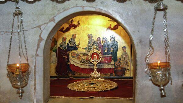 Мраморный престол над мощами Николая Чудотворца. Архивное фото