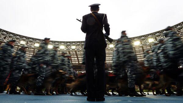 Сотрудники органов внутренних дел РФ во время показательных выступлений в честь праздника московской полиции. Архив
