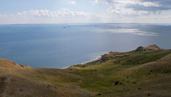 Вид с башни Еникальского маяка на Керченский пролив. Архивное фото