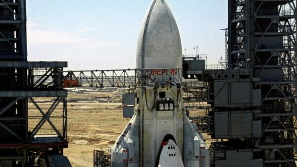 Ракетно-космическая транспортная система Энергия с кораблем Буран на стартовой площадке