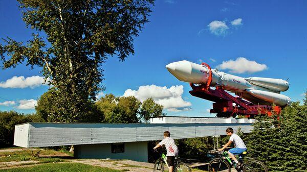 Ракета-носитель Восток, установленная перед музеем космонавтики в Калуге