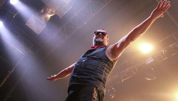 Борис Гребенщиков выступает на фестивале НочлежкаFest в Петербурге. Фото с места события