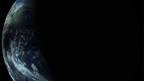 Российский метеоспутник Электро-Л сделал снимки редкого гибридного солнечного затмения, архивное фото