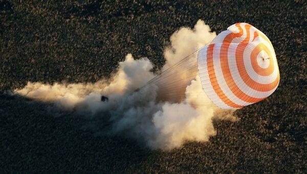 Спускаемая капсула корабля Союз, архивное фото