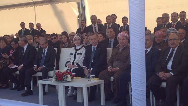 На трибуне участников встречи Тайип Эрдоган и Месуд Барзани. Фото с места событий