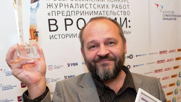 Карикатурист Сергей Елкин