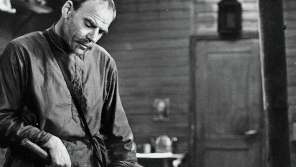 Чурикова и Глузский в сцене из фильма В огне брода нет