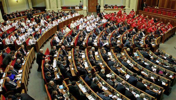 Депутаты на заседании в Киеве 21 ноября 2013