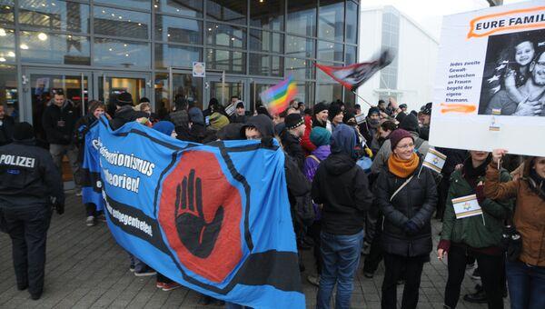 ЛГБТ-активисты атаковали депутата Мизулину на конференции в Лейпциге