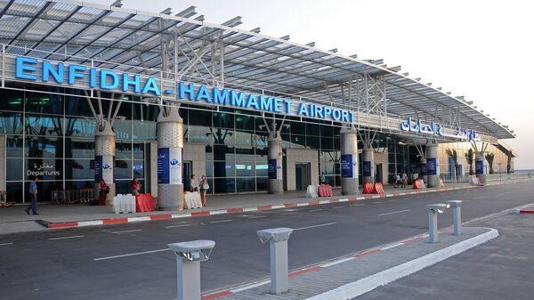 Вход в аэропорт Энфида