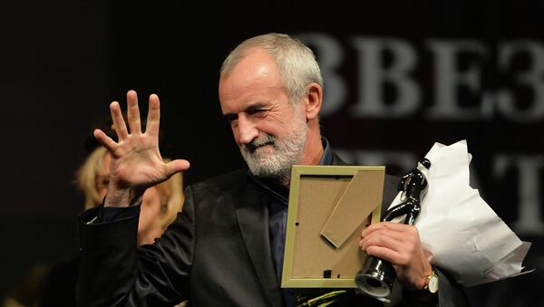 Художественный руководитель театра имени Вахтангова Римас Туминас получает приз в номинации Лучший режиссёр на церемонии вручения премии Звезда Театрала