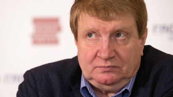 Финалист литературной премии Русский Букер 2013 года писатель Андрей Волос на пресс-конференции по объявлению лауреатов премии за лучший роман на русском языке