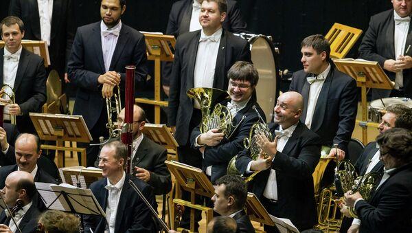 Музыканты Симфонического оркестра Мариинского театра под управлением Валерия Гергиева. Архивное фото