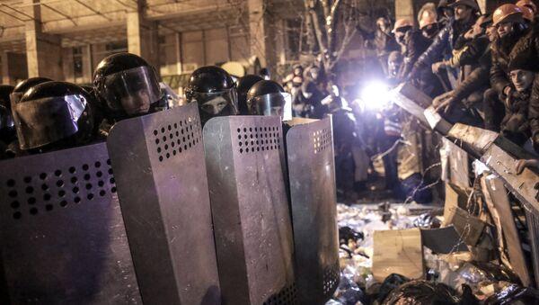 Сотрудники правоохранительных органов Украины и сторонники евроинтеграции на площади Независимости в Киеве, Архивное фото