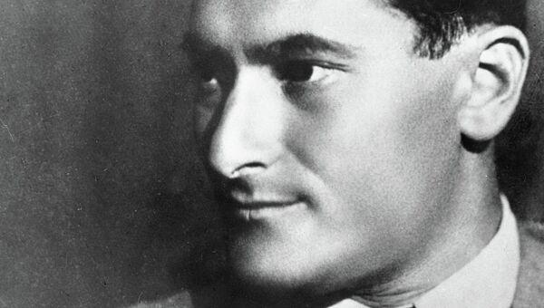 Советский писатель Евгений Петров, архивное фото