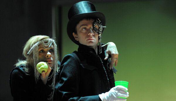 Сцена из спектакля Портрет Дориана Грея, театр имени Ермоловой