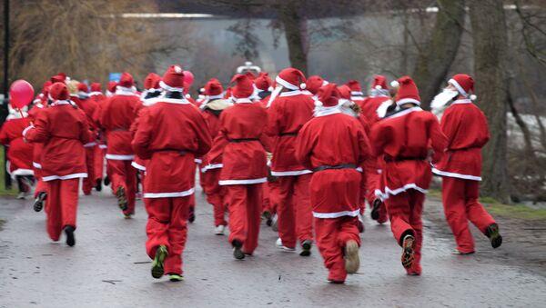 Санта-Клаусы. Архивное фото