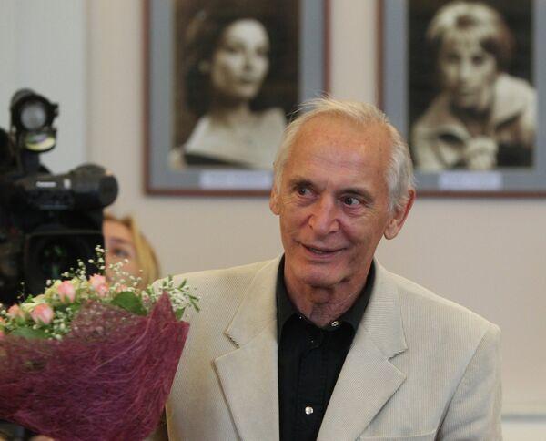Актер Василий Лановой во время сбора труппы театра имени Евгения Вахтангова
