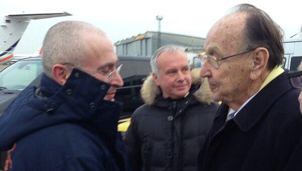 Михаил Ходорковский и Ганс Дитрих Геншер. Архивное фото