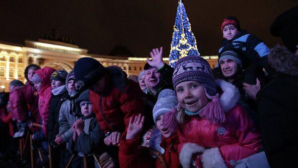 Новогодняя елка на Дворцовой площади Петербурга. Архивное фото