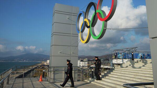 Олимпийские кольца на железнодорожном вокзале в Адлере