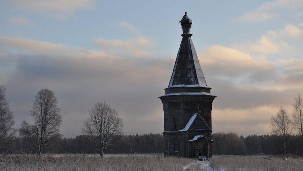Заброшенная деревянная церковь в Архангельской области
