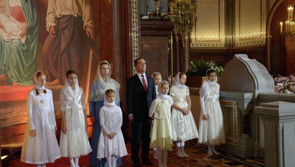 Д.Медведев на Рождественском богослужении в храме Христа Спасителя. Фото с места события