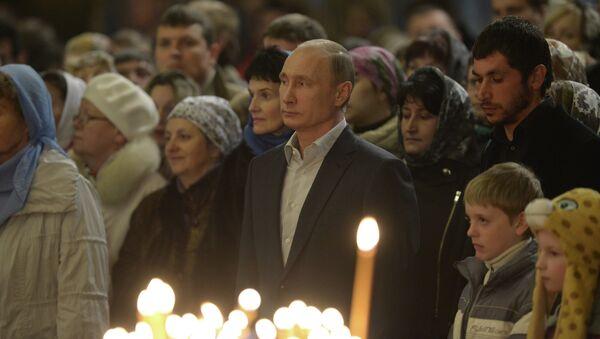 Владимир Путин посетил Рождественское богослужение. Фото с места событий.