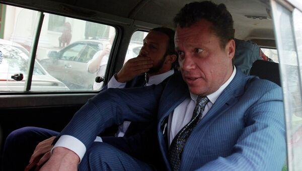 Русский олигарх Сергей Полонский покидает апелляционный суд после слушания, 9 января 2014, Пномпень
