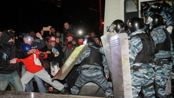 Столкновения между демонстрантами и правоохранителями у здания суда в Киеве. Фото с места события