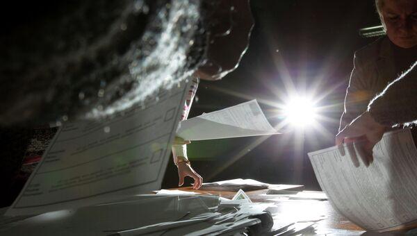 Подсчет голосов по выборам президента РФ. Архивное фото