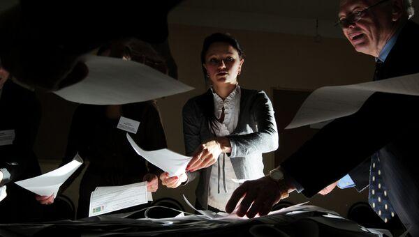 Подсчет голосов, архивное фото
