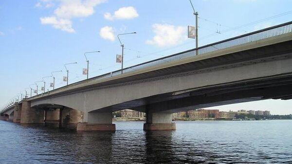 Мост Александра Невского в Санкт-Петербурге