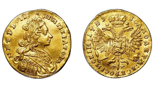 Золотая российская монета 1729 года с изображением императора Петра Второго