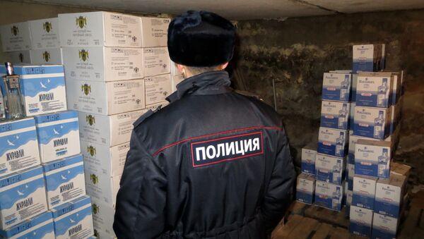 Полиция нашла 14 тысяч бутылок поддельного Hennessy и водки под Астраханью. Событийное фото.