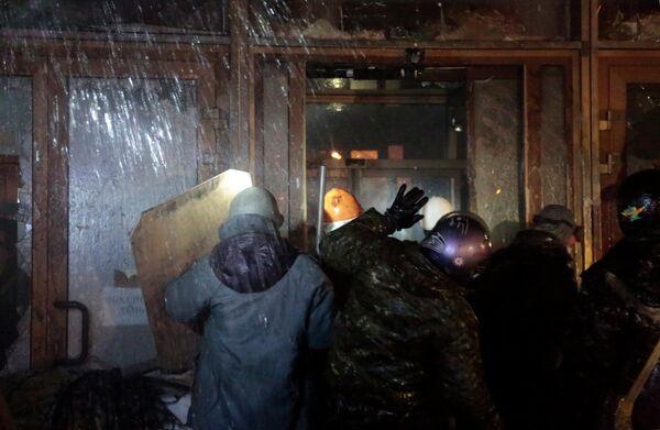 Штурм здания Украинского дома в Киеве