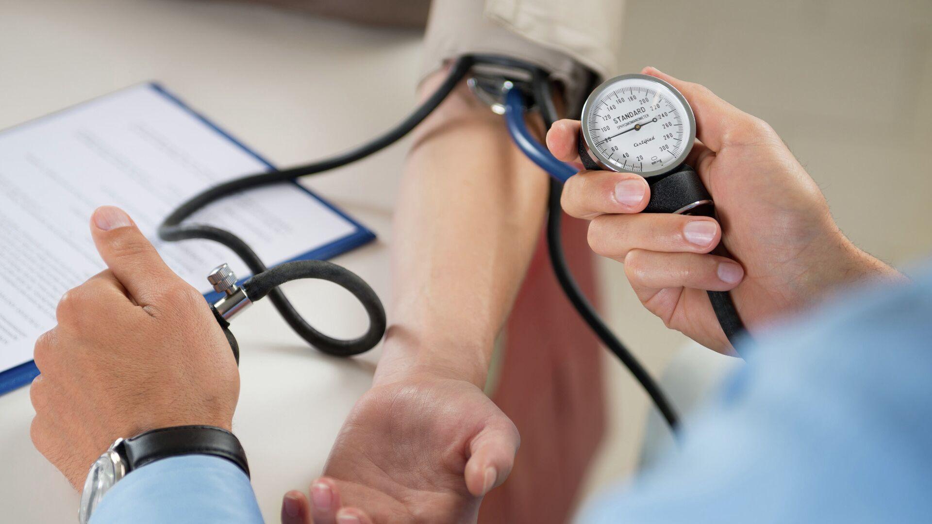 Измерение артериального давления  - РИА Новости, 1920, 22.06.2021