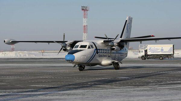 Самолет Красавиа в новосибирском аэропорту Толмачево