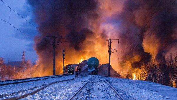 Цистерны с конденсатом сжиженного газа сошли с рельс в Кировской области. Событийное фото.